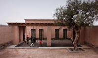 Gradinita construita din caramizi nearse o oaza de racoare in climatul marocan Arhitectii Dorian Vauzelle si