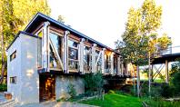 O casa moderna construita cu lemn refolosit Proiecte de acest gen ne demonstreaza ca in prezent