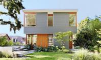 Lemnul aluminiul si betonul definesc spatiul gandit pentru un cuplu mai in varsta Aceasta locuinta unifamiliala