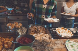 Cum să organizezi un party de casă nouă: 5 idei utile
