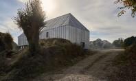 Cum s-a transformat un vechi hambar intr-o casa moderna si un spa Biroul de arhitectura Antonin