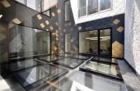 Ferestrele Fakro - instrument folosit de arhitecți pentru captarea luminii Pe lângă aspectul estetic, ferestrele asigură o izolație termică excelentă, cu o valoare de 0,7 W / m2k, și o performanță impresionantă în ceea ce