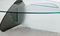 Un decor modern și luminos folosind mobilierul din sticlă securizată O cameră cu mobilier din sticlă