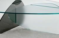 Un decor modern și luminos, folosind mobilierul din sticlă securizată