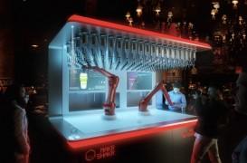 Un arhitect a construit un robot care poate prepara orice băutură în câteva secunde