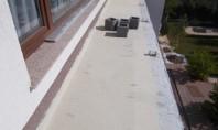 Acoperire hidroizolantă pe bază de ciment cu polimeri modificați După aplicare materialul se va usca în