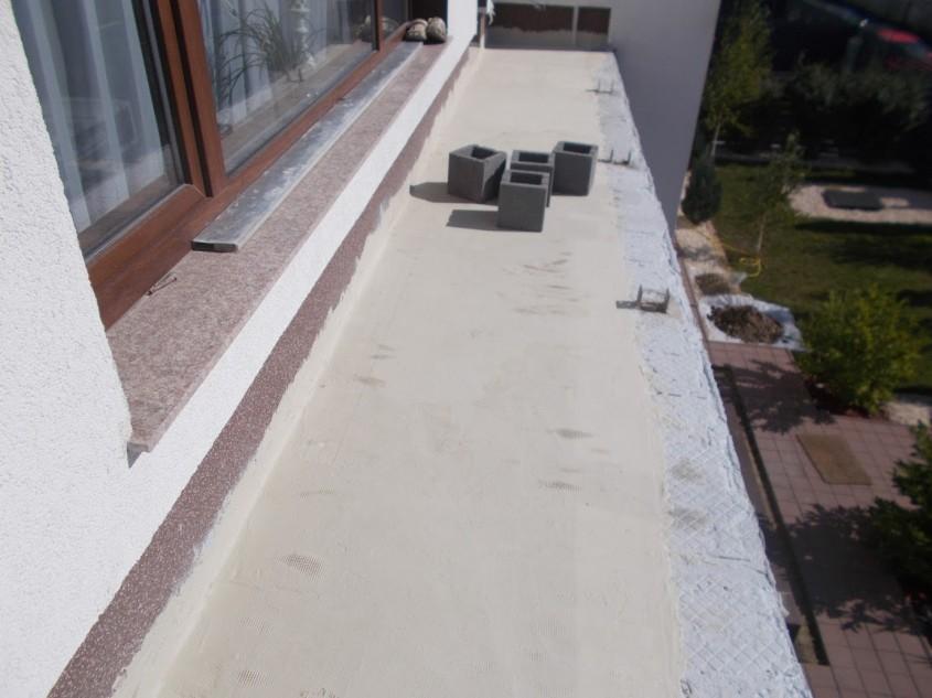 Acoperire hidroizolantă pe bază de ciment cu polimeri modificați