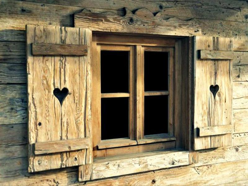 Obloane cu modele decupate - un mod practic si divers de a imbraca ferestrele