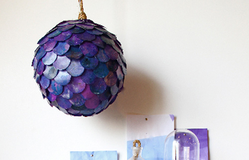 Abajurul cu solzi colorati