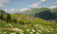 Un sat de munte devine punct de referință pentru ecologie Brand un sat din Austria a