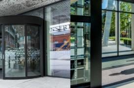 Uşă rotativă sau uşă glisantă? Cum alegi uşa automată potrivită pentru clădirea ta