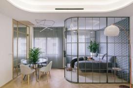 Pereți din sticlă cu scopul de a separa spațiile dintr-un apartament