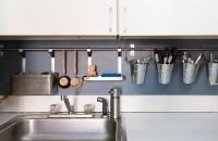 Cinci soluții eficiente pentru mini-bucătării In acest articol am facut un rezumat al celor mai des intalnite probleme cu care ne confruntam in astfel de bucatarii si va prezentam o solutie pentru fiecare