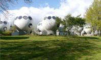 50 de locuinte sferice dau o nota futurista unei comunitati olandeze Aceasta comunitate de apartamente cu