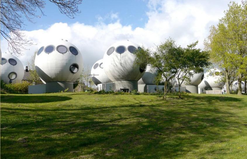 50 de locuinte sferice dau o nota futurista unei comunitati olandeze