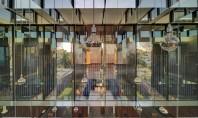 Casa Spiegel se foloseste de oglinzi pentru a-si lumina interioarele Casa Spiegel este o locuinta aerisita