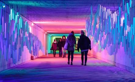 Pasajul subteran transformat într-un uimitor tunel de sunet și lumină
