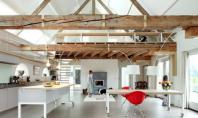 Frumusetea grinzilor si a stalpilor din lemn intr-o casa De cele mai multe ori structura unei