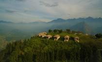 Complex de bungalouri ascuns în versantul montan vietnamez