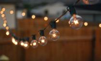 Cum să îți transformi curtea cu ajutorul luminilor
