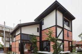Casa alimentata cu energie solara reinterpreteaza tipologia caselor cu gradina