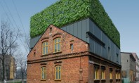 Casa D - o mixtura poloneza de arhitectura veche noua si vegetatie Firma Zalewski Architecture Group