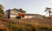 O casa ce combina design industrial si elemente traditionale tasmaniene