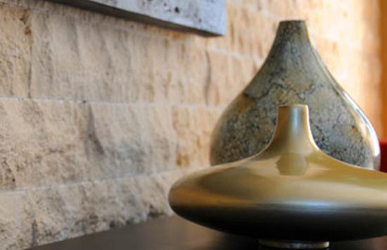 Pereti de interior placati cu piatra decorativa