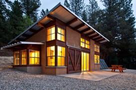 De ce să trăiești într-o casă construită din baloți de paie