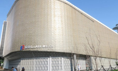 O cladire rezistenta la incendii si cutremure, construita din 1.5 milioane de sticle de plastic