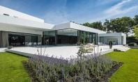 Show House - Casa Viitorului Uimitoarea Show House a fost construita chiar langa fabrica CYSTAR GLASS