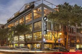 Într-un vechi depozit s-a amenajat o piață urbană dinamică și plină de viață