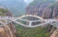Podul ca un ochi în cer, o nouă construcţie spectaculoasă în China