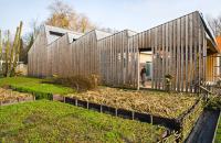 Casa pasiva foloseste energia soarelui ce strabate prin acoperisul in zig-zag