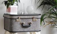 Masuta din valiza bunicii Valizele vechi devin obiecte din ce in ce mai populare pentru toti