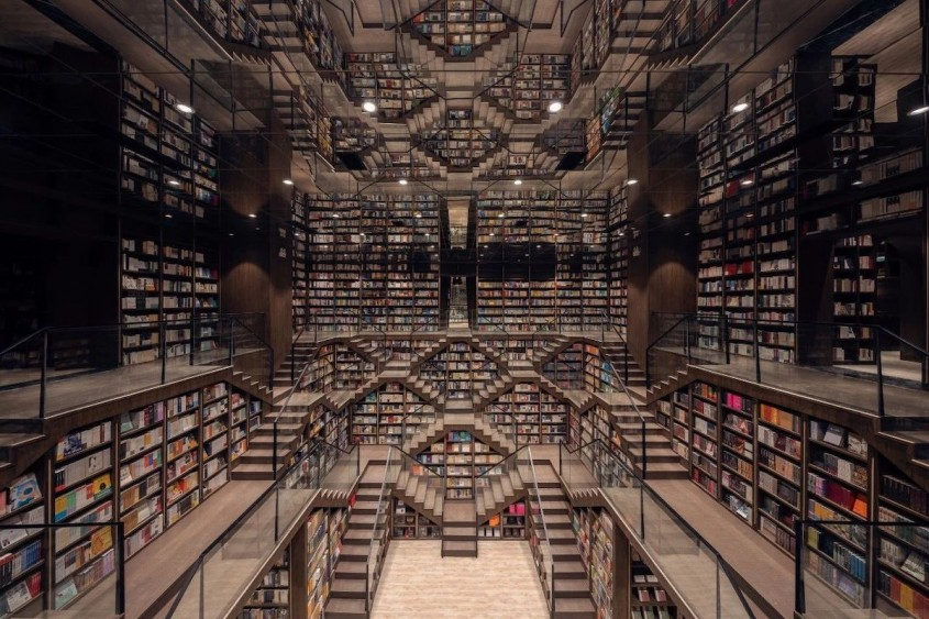 O librărie ca desprinsă din picturile lui M.C. Escher