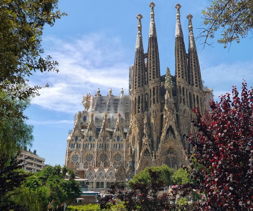 S-a redeschis Catedrala Sagrada Familia. Cine sunt primii care o pot vizita