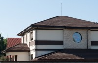 Tendințe în dezvoltarea sistemelor de acoperișuri De la înțelegerea dorințelor clientului și crearea propriei sensibilitati estetice, până la cunoștințele dobândite în ani de experiență, arhitecții
