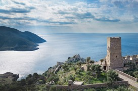 Resedinta de vacanta intr-un turn de pe coastele Greciei