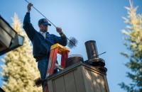 Importanța curățării coșului de fum Potrivit legislatei in vigoare, curatarea si verificarea cosului de fum trebuie efectuata cel putin o data pe an de catre o persoana sau o firma autorizata in