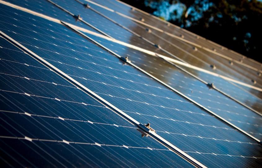 Începe programul de instalare a panourilor fotovoltaice cu bani de la stat! Ce trebuie să știi