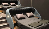 Un cinematograf cu paturi confortabile în loc de scaune Plus papuci de casă Cinefilii se pot