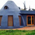 Un dom din pamant asigura racoare naturala pentru locatari