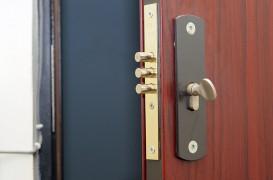 Solutii care asigura securitatea usilor de intrare