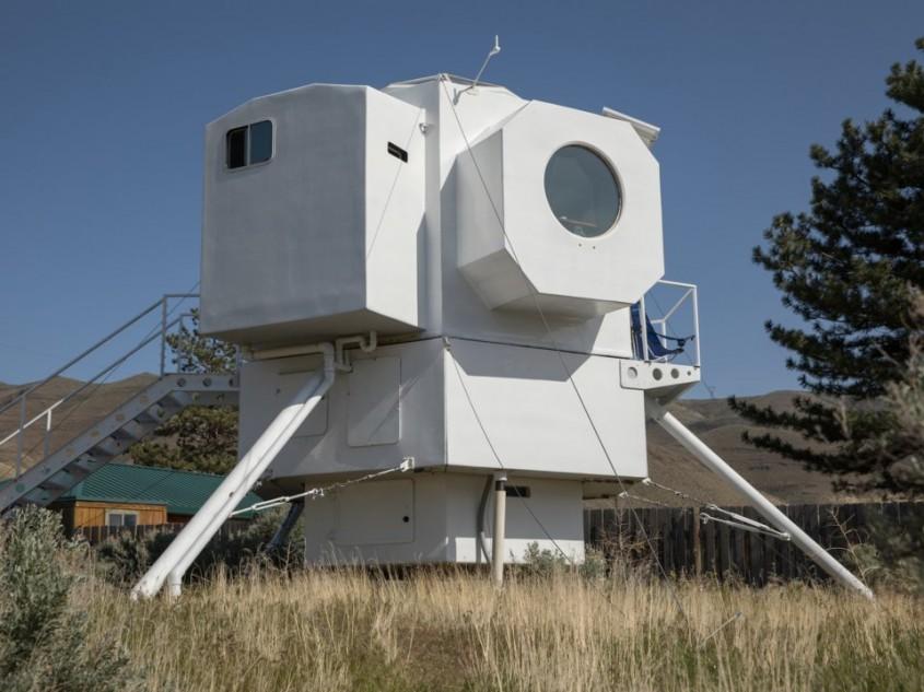Un inginer naval și-a construit o căsuță ingenioasă inspirată de modulul lunar Apollo