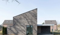 O casă solară produce energie pe care o împarte cu vecinii Echipa de arhitecti de la