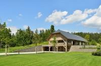 O casă modernă rezultată din amenajarea unui hambar de paie Firma din Slovenia, Styria