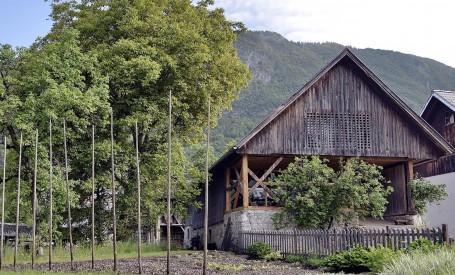 Apartament amenajat intr-un vechi hambar dintr-un orasel de munte