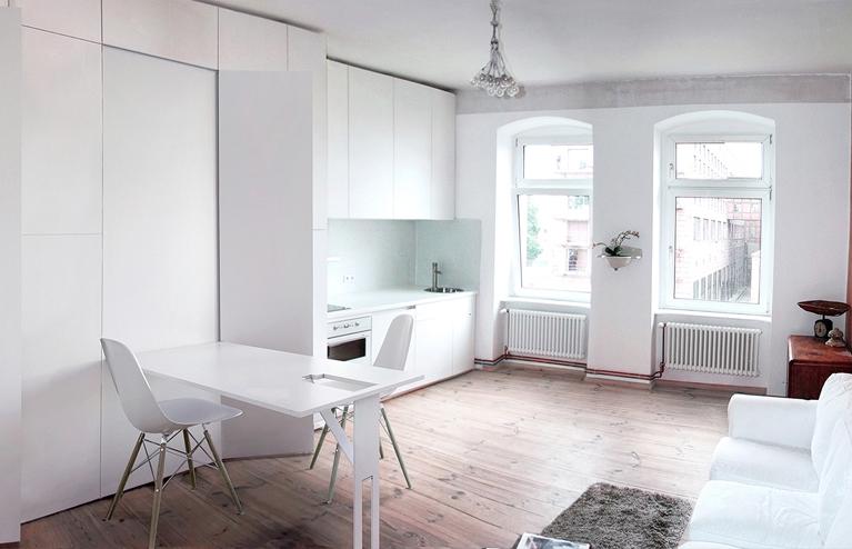 Un apartament mic mai spațios datorită mobilierului mascat în pereți