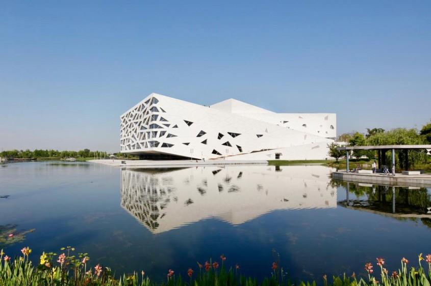 O clădire ca un aisberg pe apă, cea mai recentă operă arhitecturală în China